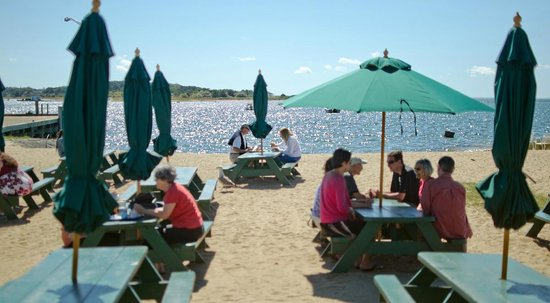 Mac's On the Pier : Outdoor seating