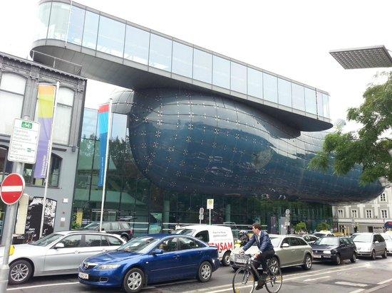 Kunsthaus Graz: вид на музей с входа