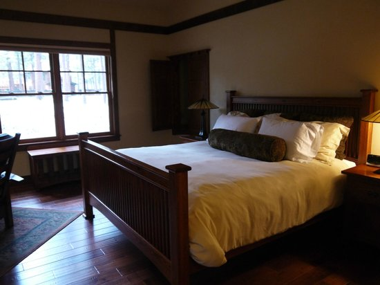Five Pine Lodge & Spa: The 'main' bed in the caboose cabin