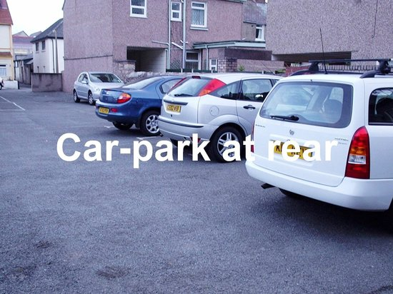 Sherwood Guest House and Bed & Breakfast: Car park