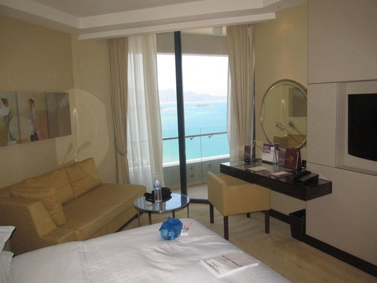 Sheraton Nha Trang Hotel and Spa: Spacious room with balcony and view