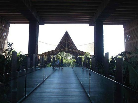 Lopesan Baobab Resort: Main Entrance through the glass doors