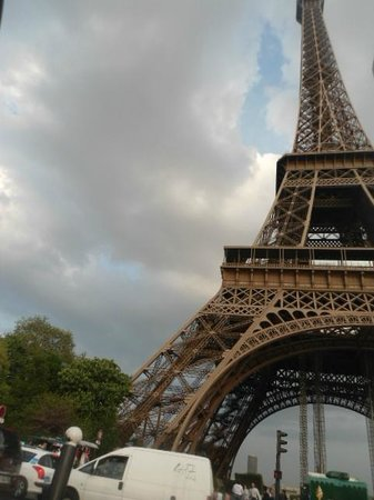Mercure Paris Centre Eiffel Tower Hotel : they said it was close.... It was