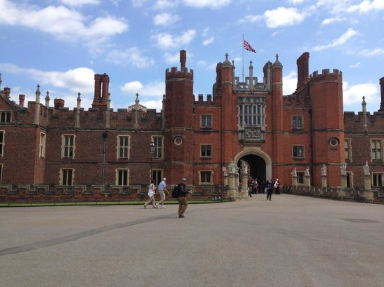 Merry Pedaller Bike Tours: Hampton Court Palace