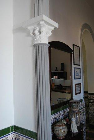 Hostal Montserrat-Casa del Mar: DECO COLUMNA