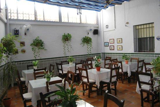 Hostal Montserrat-Casa del Mar: DESAYUNOS COMPLETOS. COMIDAS TRADICIONALES