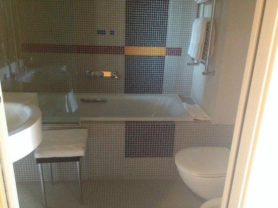 BEST WESTERN PLUS Hotel Le Favaglie : salle de bain