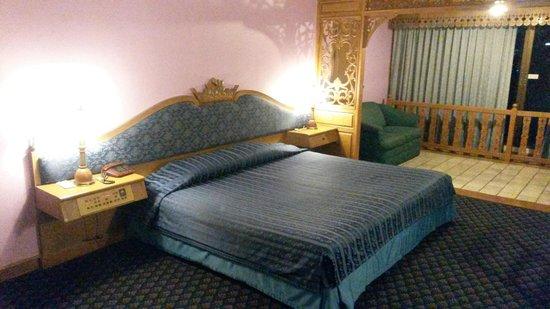 Lotus Hotel Pang Suan Kaew: Doppelbett