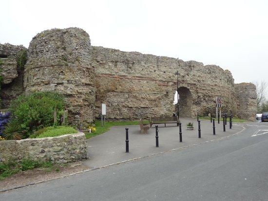 Pevensey Castle: Outer Wall near car park