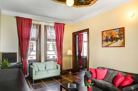 The Art House: Exclusive Two Bedroom Apartment with balcony