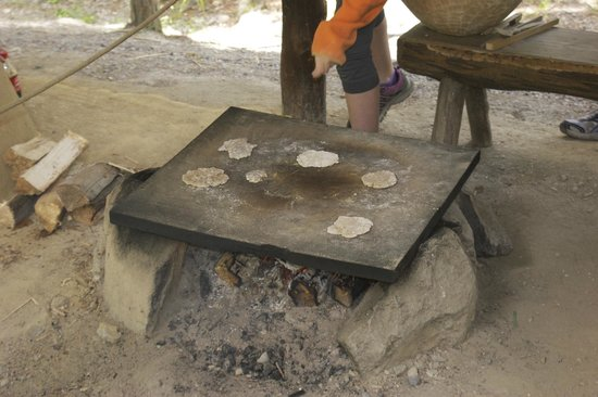 Otztal Association for Prehistoric Buildings and Local History: Making bread