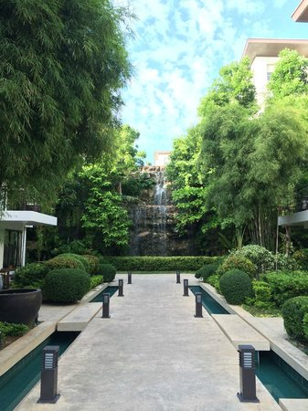 Discovery Shores Boracay: The hotel layout was beautiful - with a waterfall
