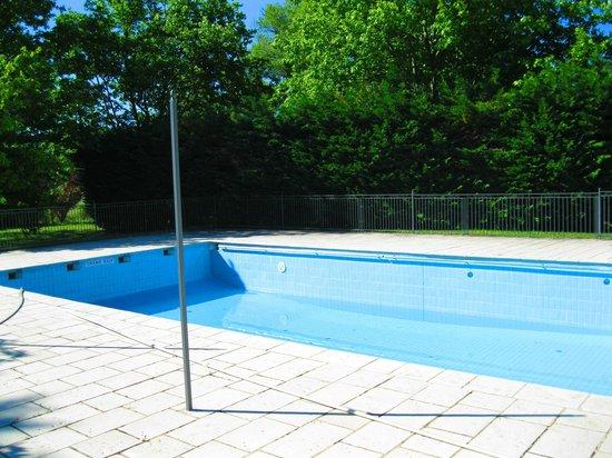 Le Domaine de la Reynaude : piscine vide