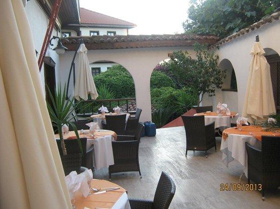 Argos: Место во дворе для завтрака и ужина