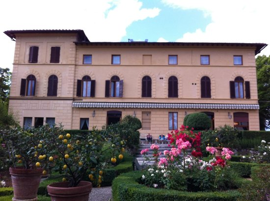 Villa Scacciapensieri : The main building
