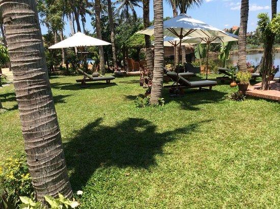 Muca Hoi An Boutique Resort & Spa: Beautiful tropical gardens