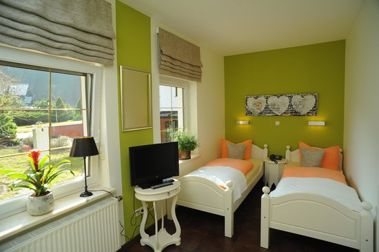Am See: Gartenzimmer mit 2 Betten