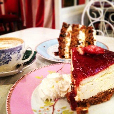 Carrot cake & Cheesecake @ Pudding Cafe Barcelona