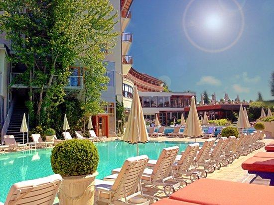 Hotel & Spa Der Steirerhof: Der Außenbereich der Therme.