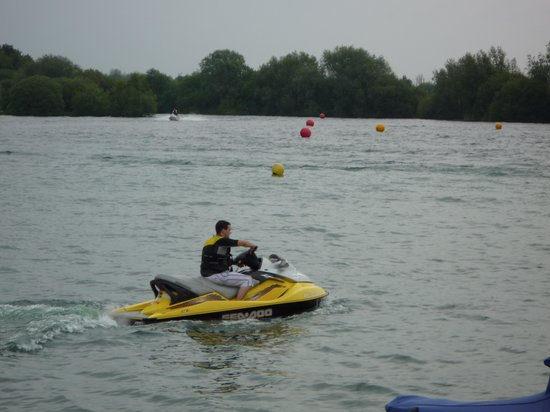 Tattershall Lakes Country Park: The jet-ski lake was very busy, and very interesting to watch them!