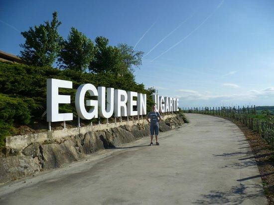 Hotel Eguren Ugarte: Hotel sign