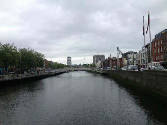 Puente Halfpenny Bridge: view from O'Connell