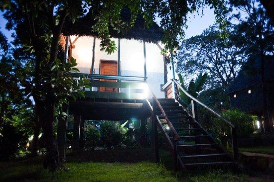 L Oasis Lodge and Restaurant Hotel: Stilt house