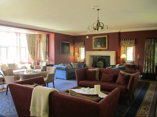 Ard na Sidhe Country House: Living room where tea is served