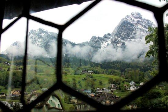 Ital Reding Estate: A weather Eye on Mythen