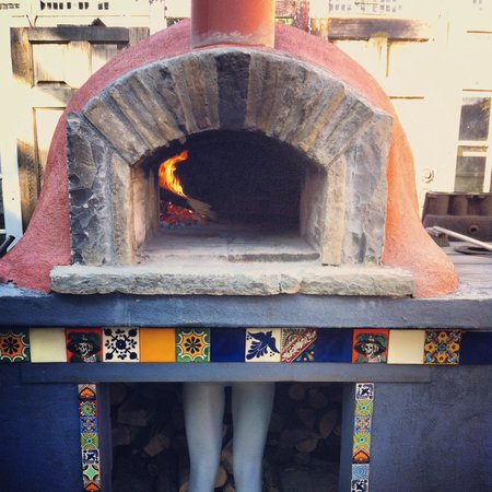 The Purple House Cafe: Wood fire pizza oven