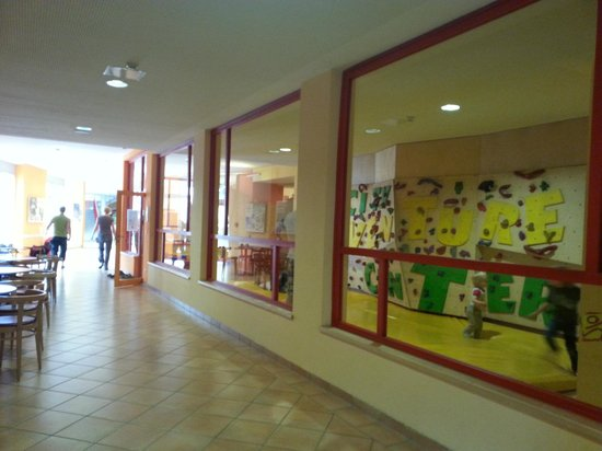 JUFA Hotel Graz City: выход на задний двор и детские площадки