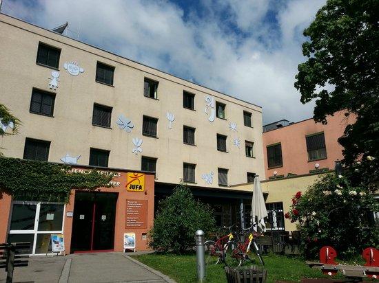 JUFA Hotel Graz City: вход в отель с игровыми площадками и террасой