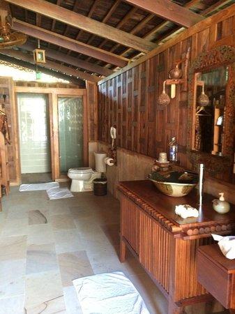 Santhiya Koh Yao Yai Resort & Spa: The indoor shower