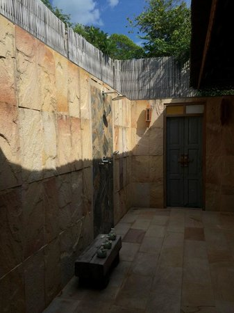 "Santhiya Koh Yao Yai Resort & Spa: The outside ""Simulated Rain"" shower"