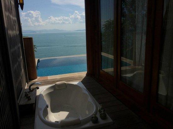 Santhiya Koh Yao Yai Resort & Spa: The soaking tub, pool and view over the sea to Phuket
