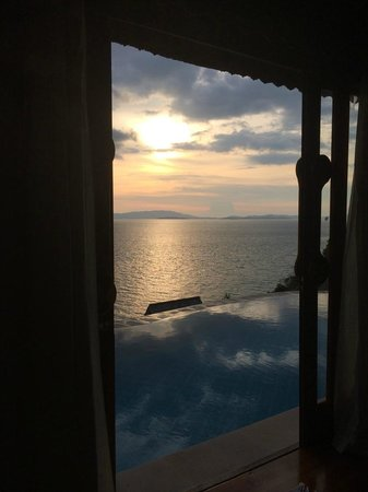 Santhiya Koh Yao Yai Resort & Spa : Lookout towards Phuket from Bed