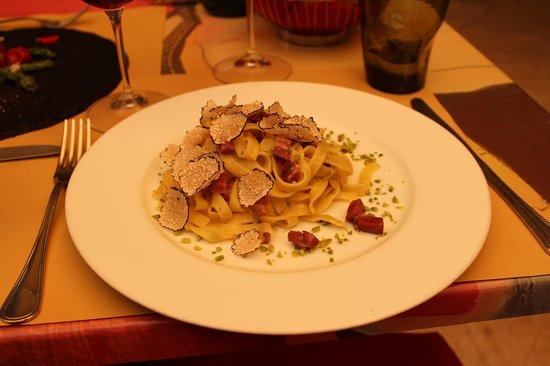 Cum Quibus: Tagliatella met gerookte eendenborst, Italiaanse pistache nootjes en geschaafde verse truffel