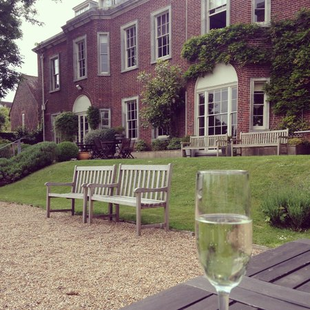 Pelham House: Afternoon drinks in the graden