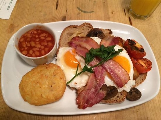 Bill's Restaurant: Full english with extra beans and potato cake. Yum!