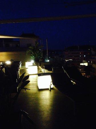 B-Hotel: Le bar de la piscine