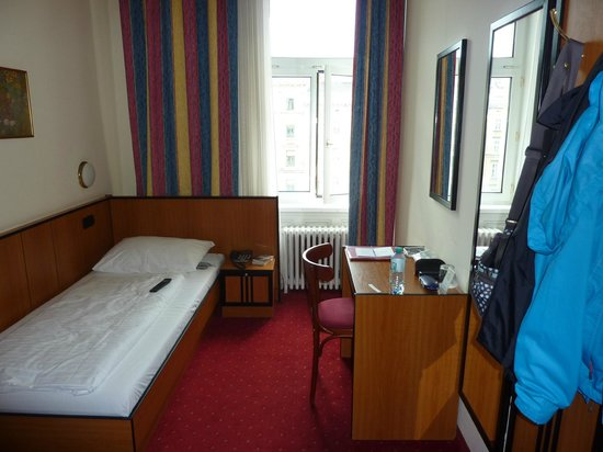 Hotel Drei Kronen: Einzelzimmer im 4. Stock