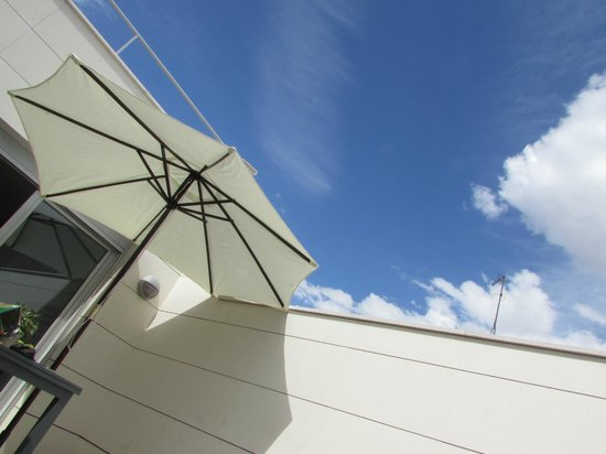Eric Vökel Boutique Apartments - Atocha Suites: Blue skies over Madrid