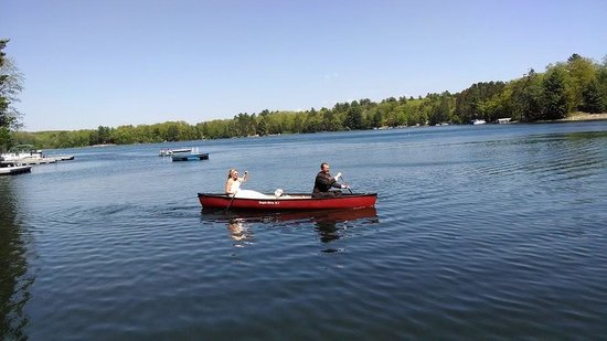 Waubee Lake Lodge: Love the Waubee owned boats and the best part...they were FREE to use with your room!!