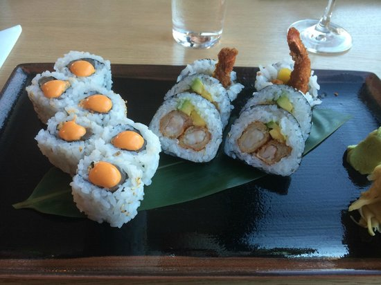 Raw sushi by Sodexo: Spicy tuna and scampi maki