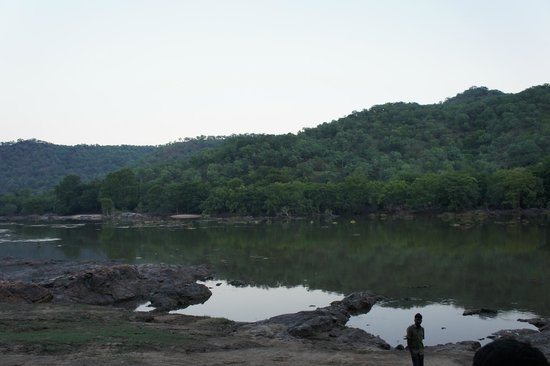 Galibore Nature Camp: mountains and the river compliment each other