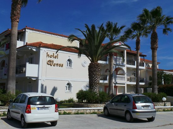 Venus Hotel & Suites: Front of Hotel