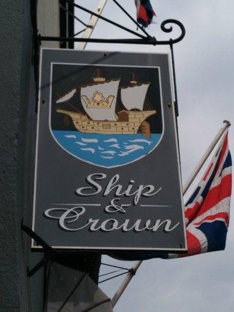 Ship & Crown: enseigne