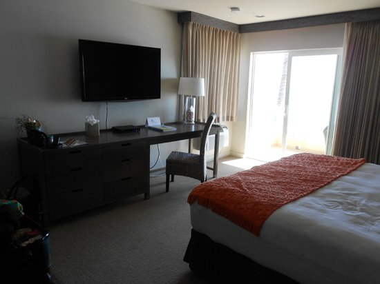 Pacific Edge Hotel on Laguna Beach: Efficient use of space with a new LCD TV
