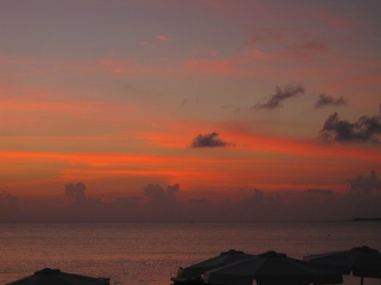 Grand Cayman Marriott Beach Resort: sunset from hotel