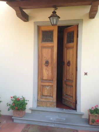 Villa Le Rondini: Eingangstür Toscana Stil